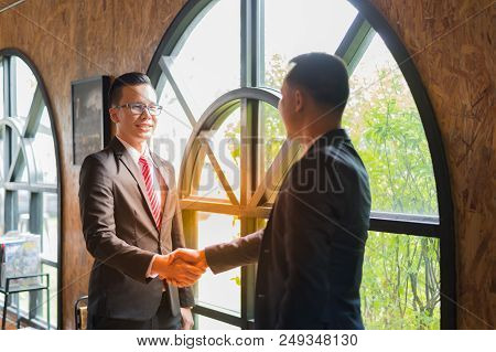 Two Confident Businessman Shaking Hands For Demonstrating Their Agreement To Sign Agreement Or Contr