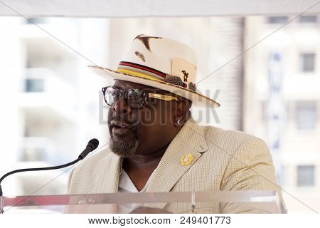 LOS ANGELES - JUL 11:  Cedric the Entertainer at the Niecy Nash honored with a Star on the Hollywood Walk of Fame on July 11, 2018 in Los Angeles, CA