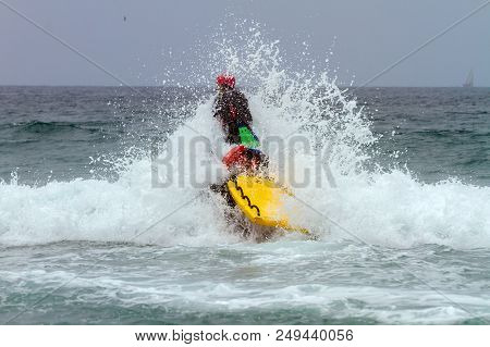 Mission Bay, Ca-usa-11 July 2018 - Lifeguard Busts Through Breaking Wave On Surf Rescue Jet Ski Whil
