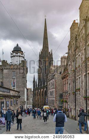 Edinburgh, Scotland - April 2018: Royal Mile, Touristic Street Of Old Town Edinburgh City In Scotlan