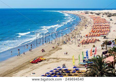 Maspalomas, Gran Canaria, - March 25, 2018: Sandy Beach In Playa Del Ingles, Gran Canaria Canary Isl