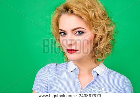 Pin Up. Portrait Of Pin Up Woman. Sensual Woman With Bright Makeup. Retro Style. Pin-up Clothes. Por