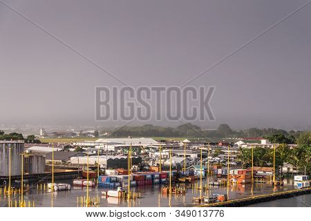 Hilo, Hawaii, Usa. - January 14, 2020: Quay With Shipping Containers In Port. Yellow Pillars Split T