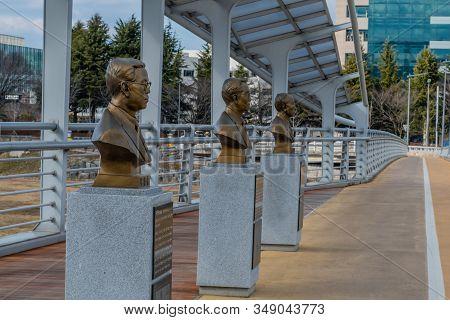 Bronze Busts Influential Korean Scholars