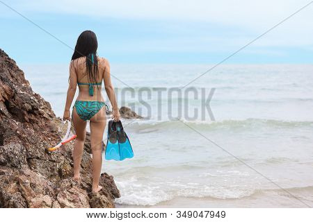 Rear View Of Sexy And Beautiful Girl Butt Who Wearing Green Bikini And Holding Blue Scuba Diver And