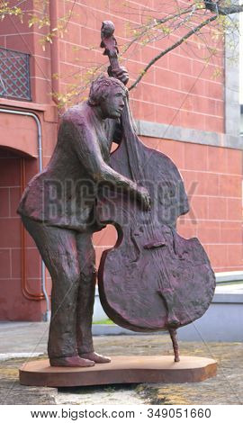 New Orleans, Louisiana, U.s.a - February 4, 2020 - Statue Of A Bass Fiddle Player Near French Market