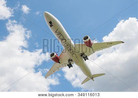 London, Heathrow Airport, Uk - May 12: Virgin Atlantic Boeing 787-9 Dreamliner On Landing Approach T
