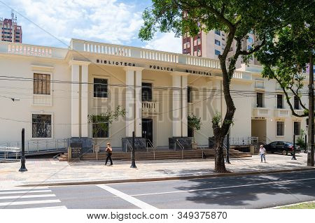Londrina Pr, Brazil - December 23, 2019: Facade Of The Municipal Public Library At Downtown. Bibliot