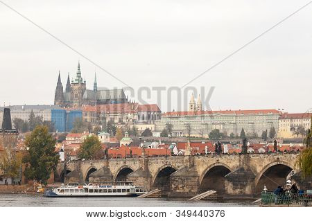 Prague, Czechia - November 1, 2019: Charles Bridge (karluv Most) And The Prague Castle (prazsky Hrad