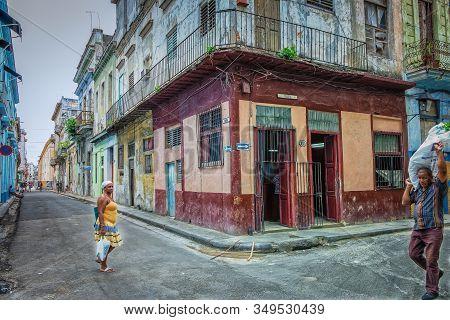Havana, Cuba, July 2019, Urban Scene By A Food Store At The Corner Of Calle Muralla & Cuba In The Ol