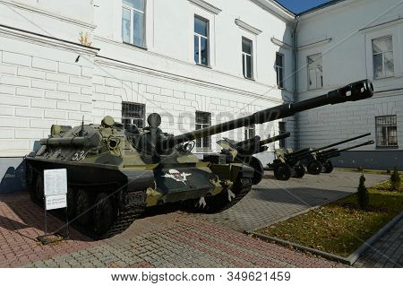 Ryazan, Russia - October 21, 2017:soviet Self-propelled Artillery Unit Su-85 At The Entrance To The