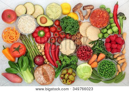 Low GI foods for diabetics with foods high in vitamins, minerals, anthocyanins, antioxidants, protein, smart carbs & omega 3. Below 55 on the GI index. Suitable for vegans &  vegetarians.  Flat lay.