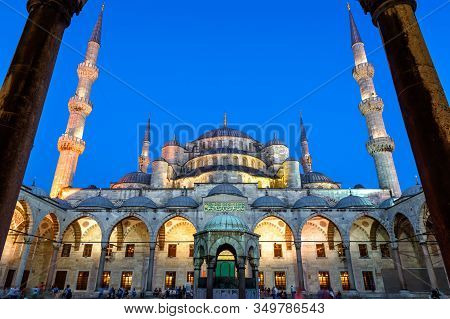 Blue Mosque Or Sultanahmet Camii At Night, Istanbul, Turkey. It Is Famous Landmark Of Istanbul. Beau