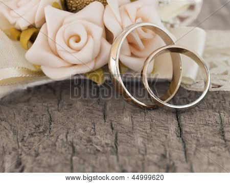 wedding rings in the vintage arrangement