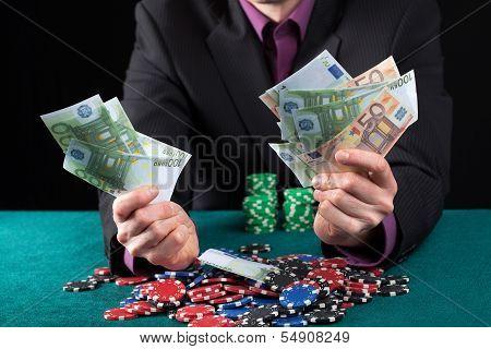 Man In Casino Wins Heap Of Money