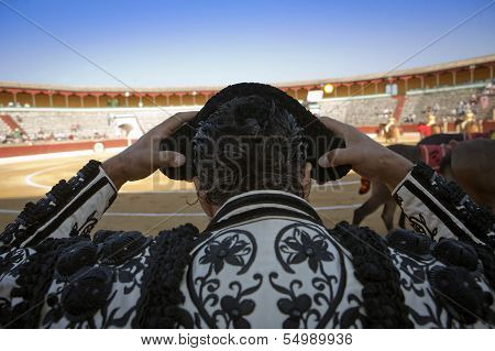 Bullfighter by contacting the montera during a bullfight