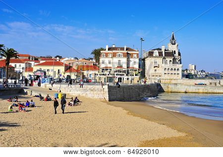 CASCAIS, PORTUGAL - MARCH 19: Praia do Peixe beach and Passeio Dom Luis I on March 19, 2014 in Cascais, Portugal. Cascais is a famous summer vacation location for Portuguese and foreign tourists