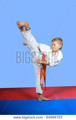 With orange belt an athlete is training kick yoko-geri