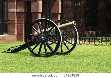 Cannon at the fort of a government building, Rashtrapati Bhavan, Rajpath, New Delhi, India