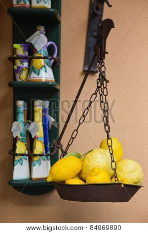 Lemons on a weighing scale at a market stall, Ravello, Amalfi Coast, Salerno, Campania, Italy