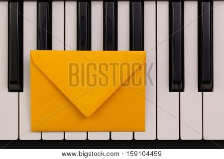 Funny arrangement envelope on the piano keybords - Flat lay image