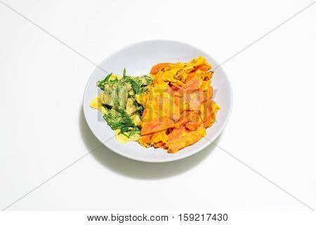 Climbing wattle and carrot omelette (thai food)