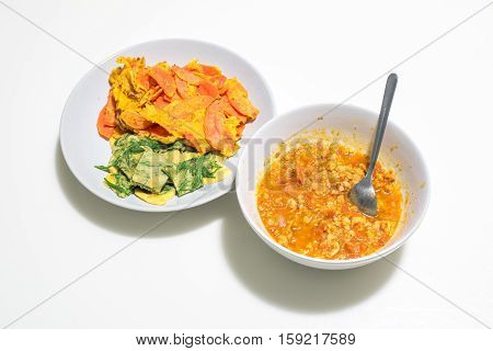 Climbing wattle and carrot omelette with chili (nam prik ong)