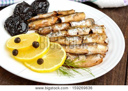 Fragrant Golden smoked small fish capelin (