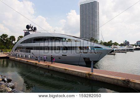PATTAYA THAILAND - NOVEMBER 26 2016 :The Luxury Yacht are leaving port at Ocean Marina Pattaya Boat Show in Pattaya Thailand