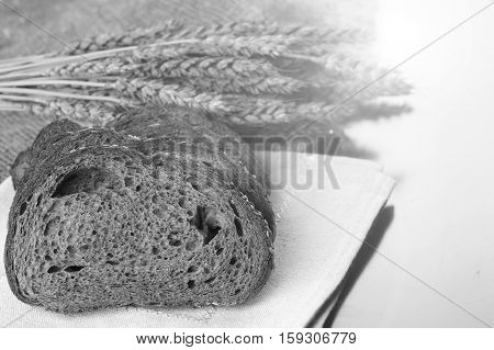 a bouquet of dried rye ears of which makes the bread on the background