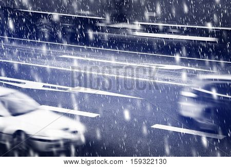 Cars going along the crossroads inthe winter
