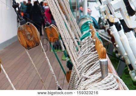 marine supplies, sailboat, rope, bollard, rope, rescue boat, mast