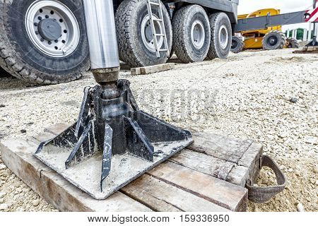Extended side hydraulic outrigger to increase crane stability until is under heavy duty.