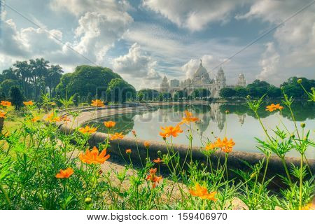 Flowers and Victoria Memorial Kolkata Calcutta India . A Historical Monument of Indian Architecture. It was built between 1906 and 1921 to commemorate Queen Victoria's 25 years reign in India.