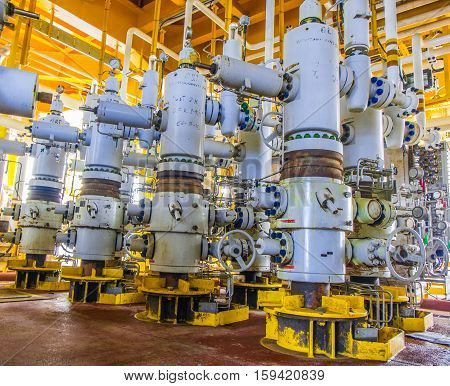 Xmas tree valve on wellhead remote platform for emergency close when emergency signal activate from very low and very high pressure.