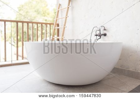 Bathtub With Vintage Style Faucet