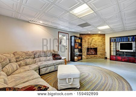 Light Living Room Remodel With Tiled Ceiling