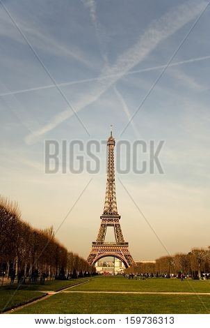 The Eiffel Tower with contrails in the sky