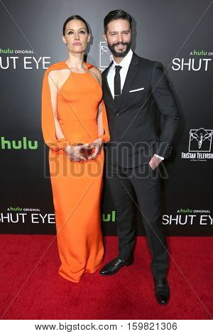 LOS ANGELES - DEC 1:  KaDee Strickland, Jason Behr at the Premiere Of Hulu's