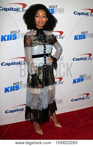 LOS ANGELES - DEC 2:  Yara Shahidi at the 102.7KIIS FM's Jingle Ball 2016 at Staples Center on December 2, 2016 in Los Angeles, CA