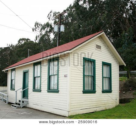 a single story home or office structure with a