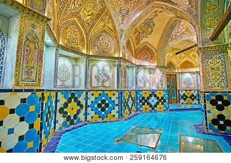 Kashan, Iran - October 22, 2017: The Fine Plasterwork With Arabesques And Floral Patterns In Sarbine