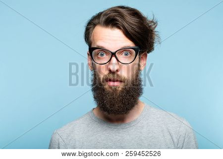 Yuck. Disgusted Revolted Bearded Hipster Guy Wearing Cat Eye Glasses. Stylish Modern Fashionist. Por