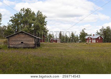 Rikti Dokkas, Sweden On June 25. View Of An Old Wooden Homestead, Settlers Farm On June 25, 2018 In