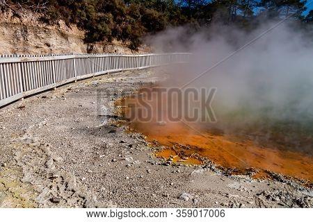 Thermal Ponds And Area, Wai-o-tapu, Rotarua, New Zealand