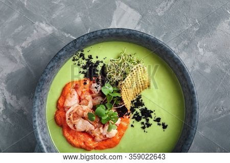 Cream Of Asparagus Soup With Shrimp. Green Asparagus Soup With Tiger Prawns, Food Photo, Healthy Eat