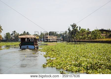 Kerala`s Landmark Is A Pleasure Boat And House-boat On The Seaweed-covered River Channels Of Allapuz
