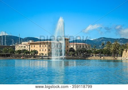 Palma, Mallorca / Spain - March 26 2018: Parc De La Mar With Its Blue Pool And Fountain Located In T