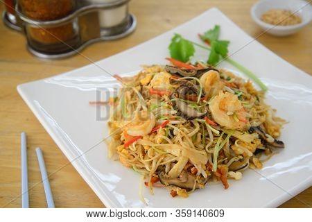Hongkong Noodle On White Dish And Soruce