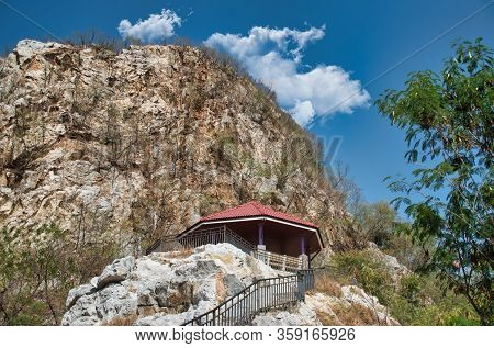 Khao Ngu Rock Park, The Name Khao Ngu Means Hills Of Snakes. Locals Believe The Area Was Home To Ser